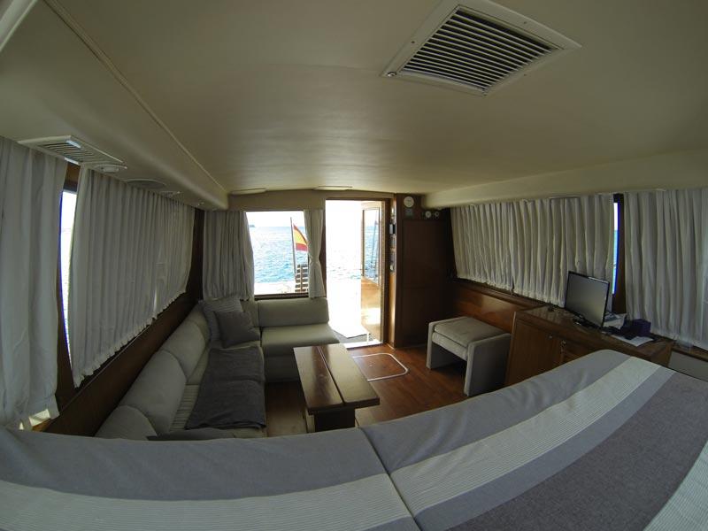 Hatteras 45 hire motor yacht crewed flybridge in lanzarote
