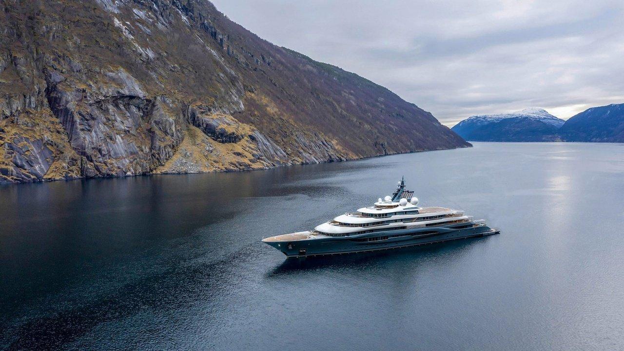 top 5 luxury charter yachts
