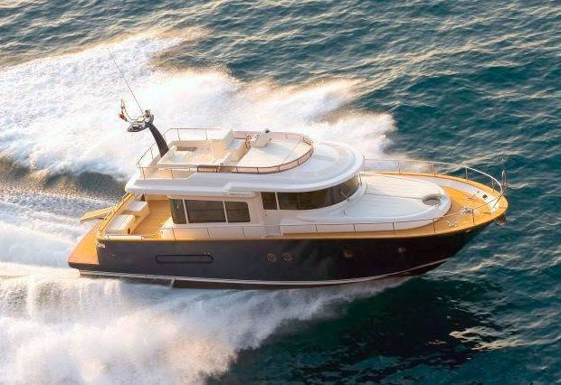 crewed charter barcelona apreamare 51 pi piu