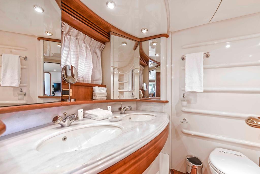 bathroom yachts