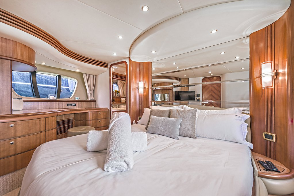 yacht rental mallorca charter azimut 68