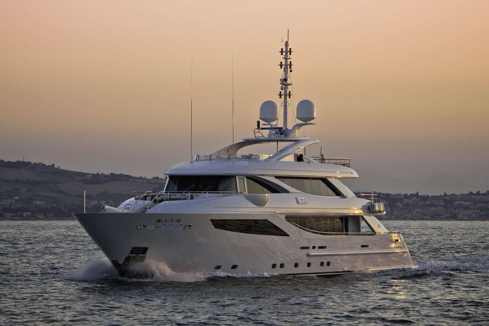 Charter Isa Yachts 41m - ProYachts
