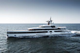 lady S luxury charter yacht