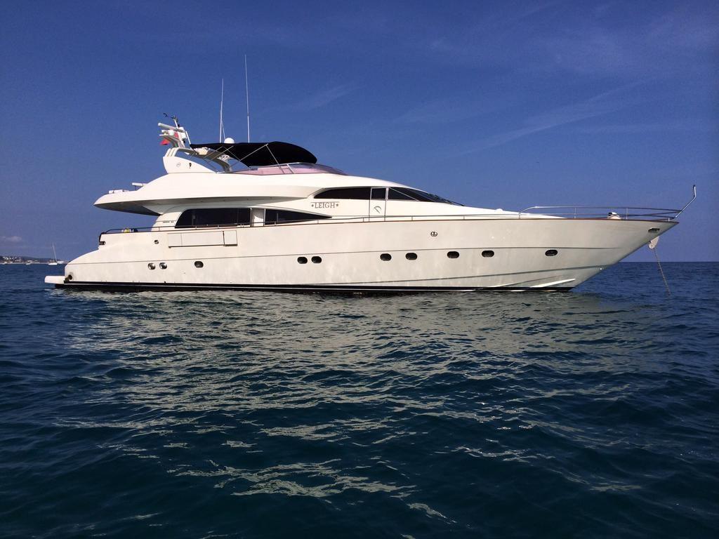 barcelona luxury yacht charter mochi 25m leigh proyachts