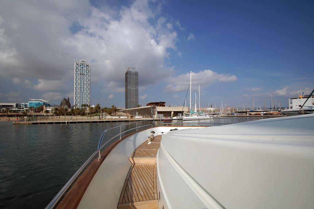 barcelona alquiler yates lujo mochi 25m leigh proyachts