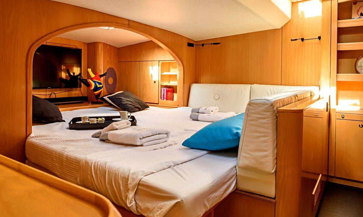 ibiza catamaran barco alquiler privilege 615 maitia