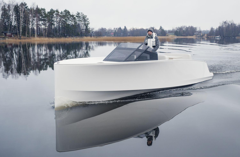 electric tender boat tesla q30-yachts