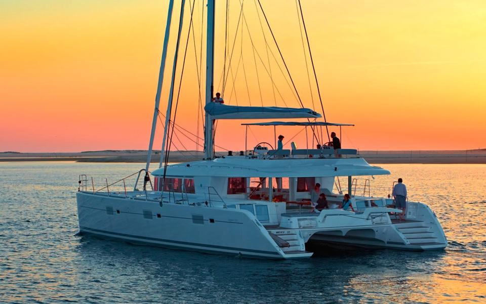 catamaran alquiler mallorca ibiza lagoon 62 go free