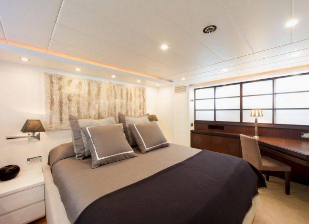 maiora 24 lex ibiza motor yacht rental