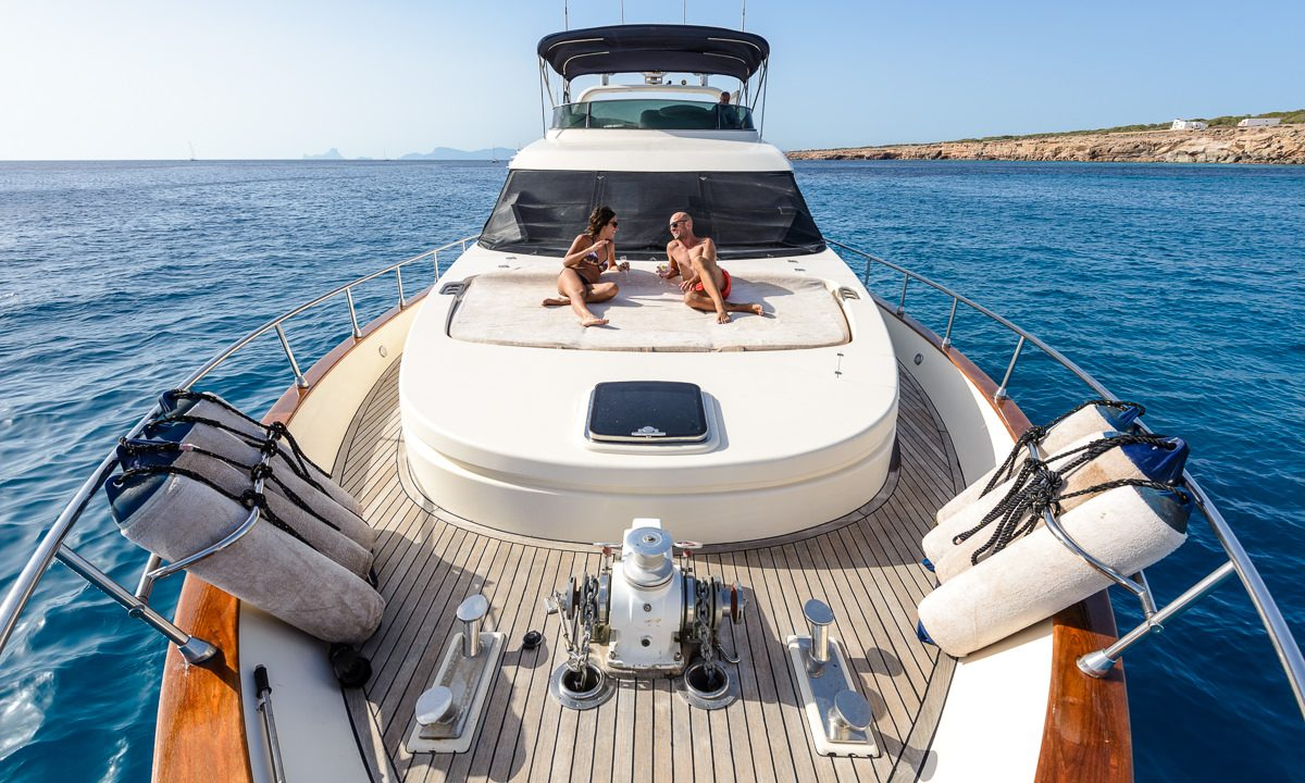 luxury yacht charter ibiza astondoa 72 cap time