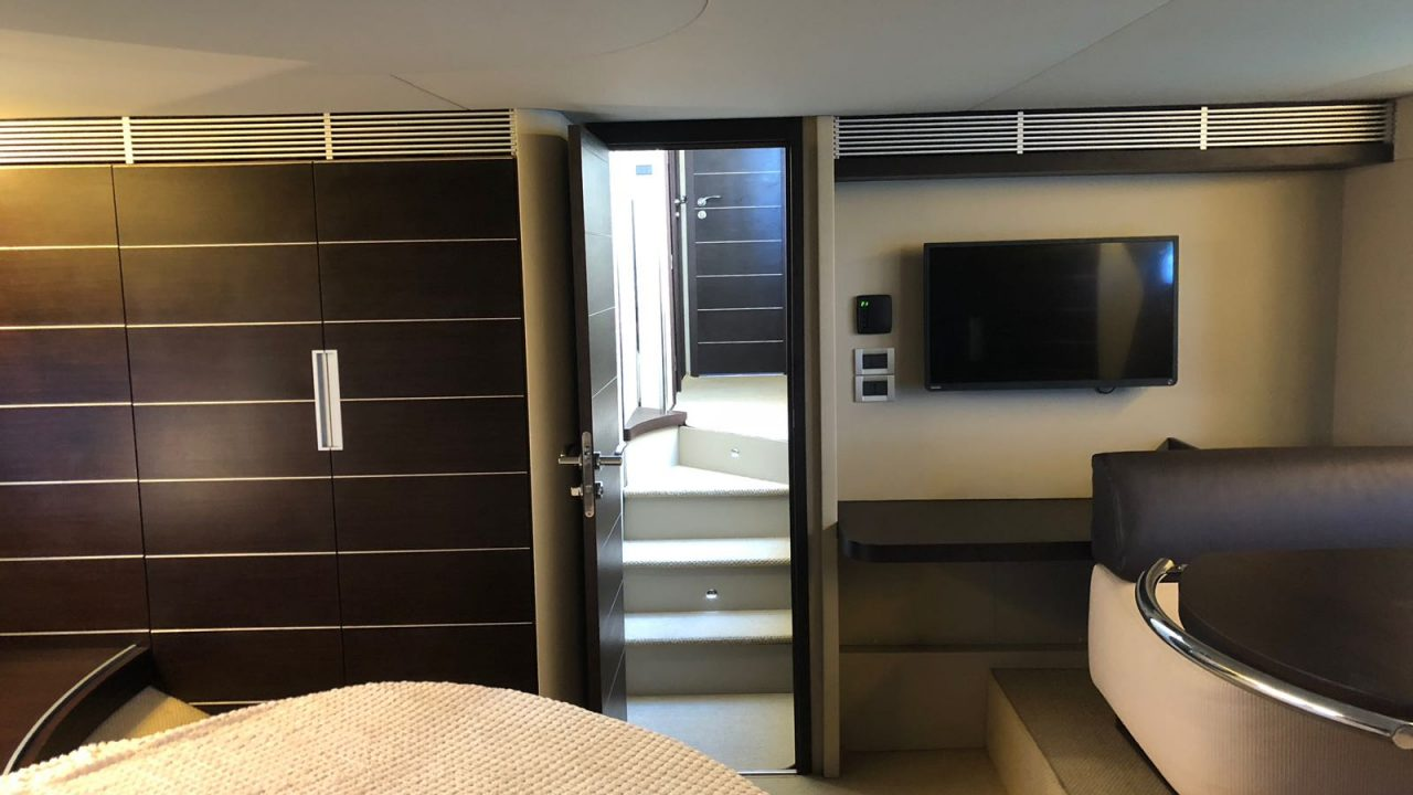 luxury yacht charter ibiza azimut 68