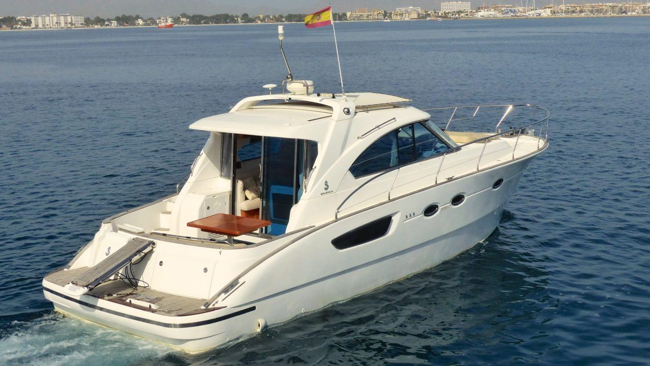 rent mallorca alcudia motor boats beneteau flyer 12