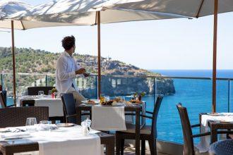 cap roig brasserie restaurante con vistas al mar mallorca