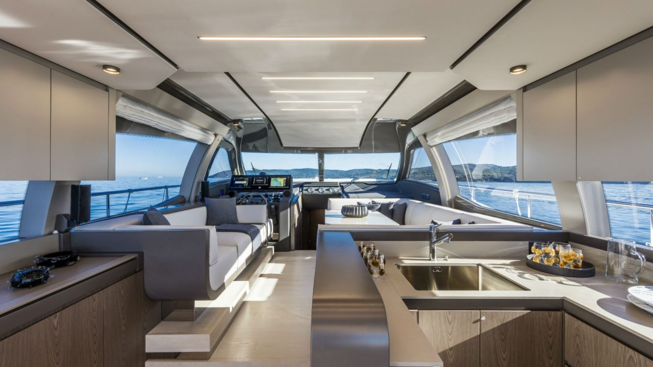salon ferretti 550 fly alquiler de yates y barcos en la isla de mallorca