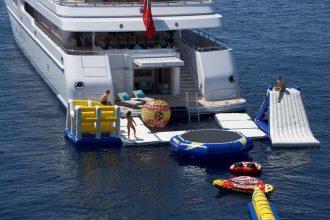 juguetes de agua para yates y barcos de alquiler