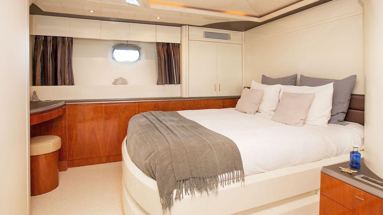 mochi 85 craft white fang alquiler de barcos y yates mallorca ibiza