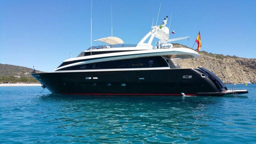 ibiza luxury yacht charter mondomarine 85 petardo