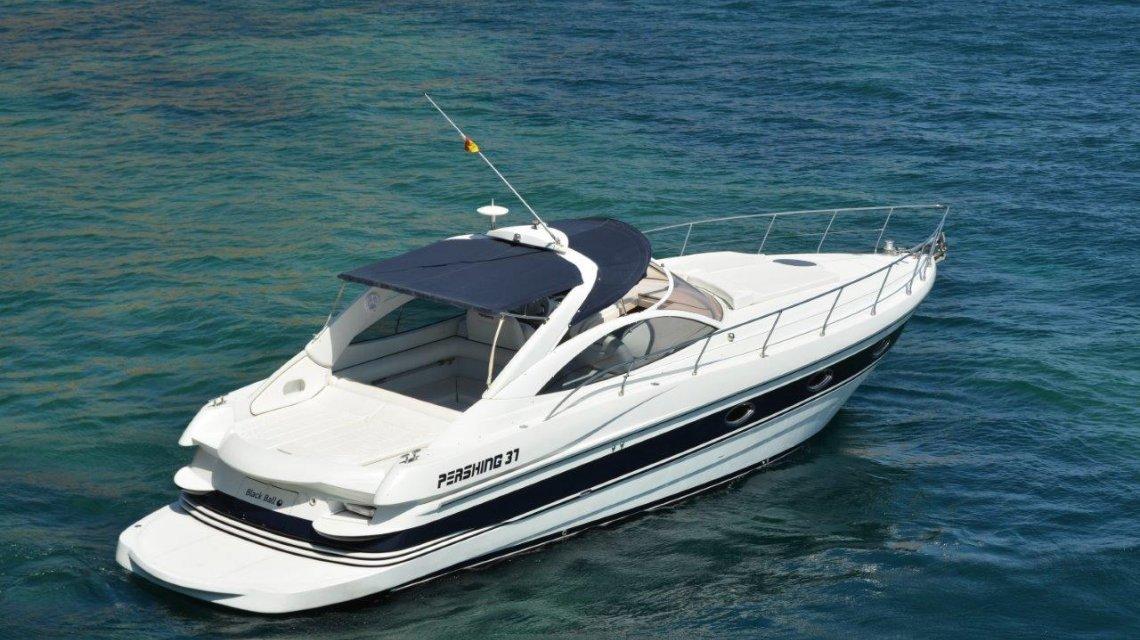 bareboat charter pershing 37