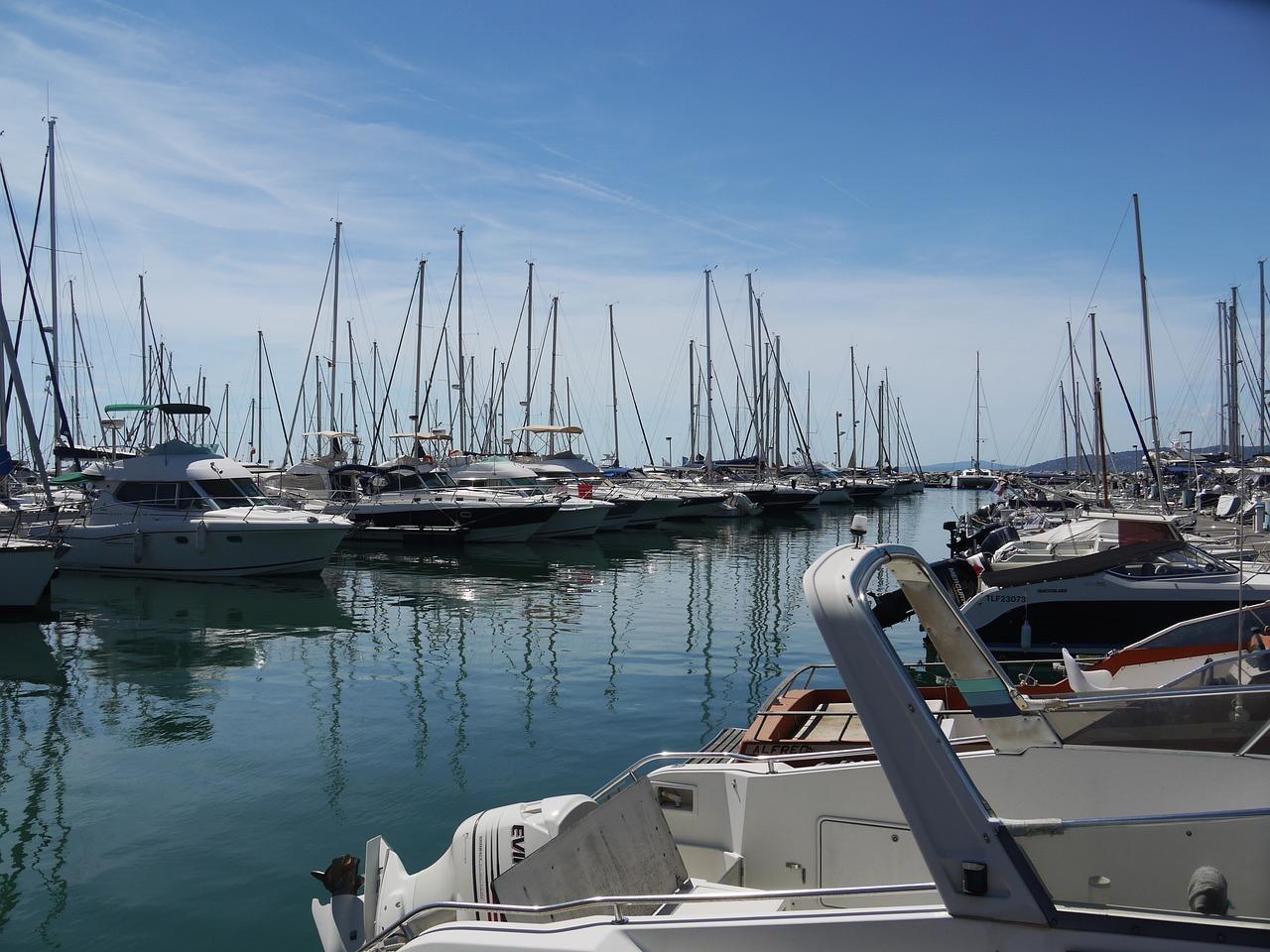 alquiler de barcos de vela o barcos de motor