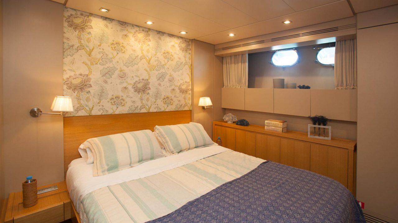 barcelona mallorca luxury yacht charter san lorenzo 82 gota