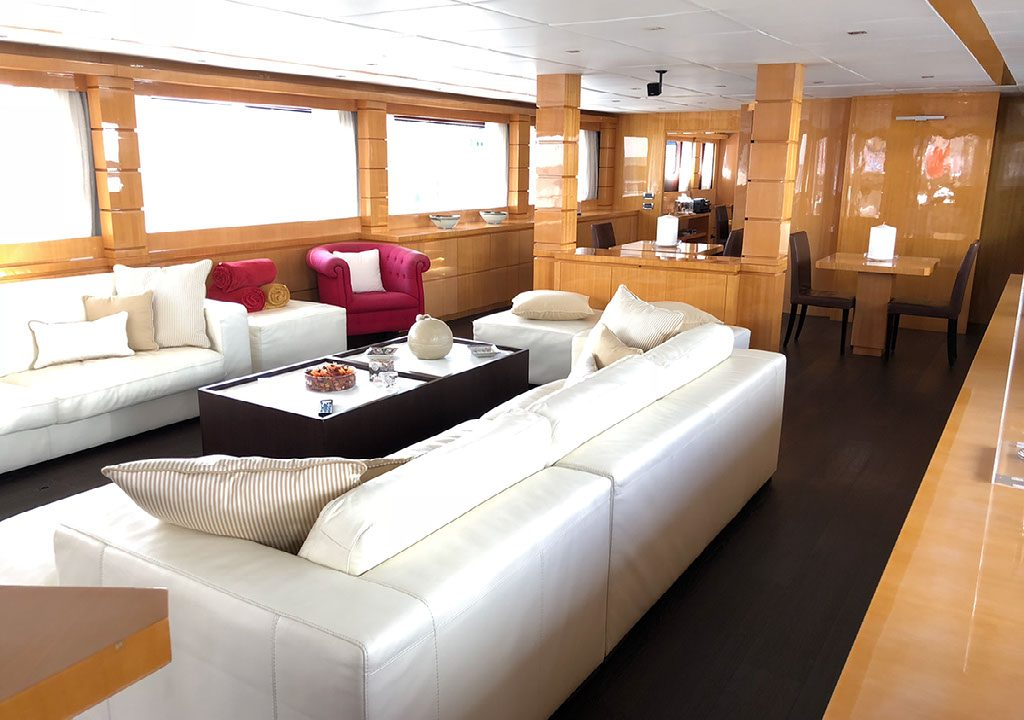 luxury charter mallorca tecnomar 44m